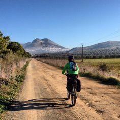 Siguiendo la ruta del escritor y aventurero americano.  Crónicas y notas de voz publicadas mientras hacíamos la Ruta de Washington Irving en bicicleta.  http://www.viajarenbicicleta.es/ruta-escritor-aventurero-americano/