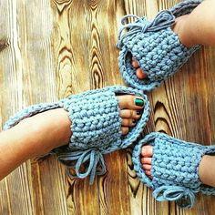 67 Ideas for crochet cat slippers flip flops Crochet T Shirts, Crochet Diy, Crochet Crafts, Crochet Clothes, Crochet Projects, Crochet Pillow Patterns Free, Crochet Shoes Pattern, Poncho Knitting Patterns, Crochet Sandals