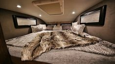 Earthroamer XV HD Could be the Most Luxurious Offroad Camper Ever Made Off Road Rv, Off Road Camper, Truck Camper, Camper Van, Camper World, Led Exterior Lighting, Jeep Suv, Cool Campers, Mobile Home