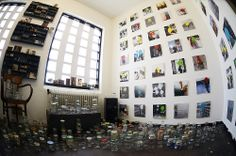 Verzameling herinneringen van Anke van de Brink in de Portiersloge. Code Oranje 26-04-14 foto: Anke van den Brink