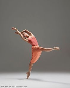 In her series of professional dancers photography, Rachel Neville puts a creative and contemporary spin on traditional movement and dance photography. Movement Photography, Dancer Photography, Figure Photography, Photography Ideas, Ballet Poses, Ballet Dancers, Dance Photos, Dance Pictures, Dancers Body