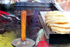 Street Food in Korea - Going Somewhere Slowly Hotteok - my absolute favourite snack in South Korea during winter! Best Street Food, South Korea, Snacks, Winter, Ethnic Recipes, Travel, Winter Time, Appetizers, Viajes