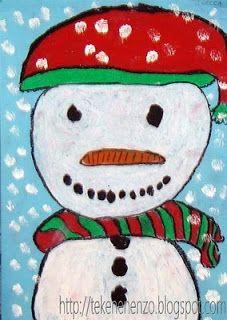 blauw tekenpapier op A4 formaat potlood oliepastelkrijtjes witte plakkaatverf kwast schoteltje Op blauw tekenpapier. Door te kiezen voor een niet complete sneeuwpop, worden leerlingen gedwongen groot te tekenen. Beginnen te kleuren met wit. Als de tekening klaar is, worden alle onderdelen omlijnd met zwart oliepastel. Tamponneer sneeuwvlokken met witte plakkaatverf en een stevige kwast.