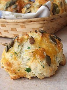 Scones alla senape e semi di zucca http://lamercantedispezie.blogspot.ch/2010/04/dopo-la-pioggia.html