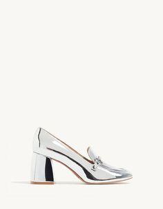Les chaussures femme de Stradivarius font sensation : bottines ouvertes, sandales, mocassins, escarpins & chaussures tennis de l'été 2017. Un look infaillible !