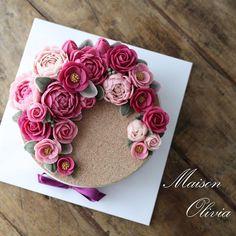 #korearicecake #whitebeanflower #플라워케익 #플라워케이크 #대구플라워케이크 #앙금플라워떡케이크 #앙금플라워떡케익 #꽃 #꽃케이크 #꽃스타그램 #케이크 #메종올리비아 #flowercake #flower #ricecake #koreaflower #koreanflowercake #koreaflowercake #cake #maisonolivia