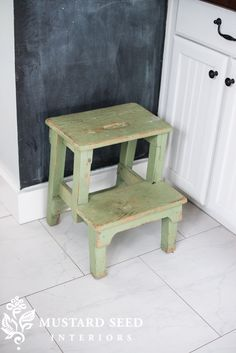 Miss Mustard Seed antique stool - copycat with Ikea Bekvam Ikea Step Stool, Step Stools, Bekvam Stool, Ikea Bekvam, Ikea Inspiration, Painted Stools, Wooden Stools, Basement Furniture, Upcycling