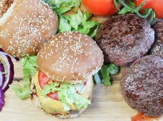 Sous Vide Burgers - Perfect Burgers Every Time! - The Spicy Apron Sous Vide Burgers, Burger Perfect, Juicy Lucy, Sous Vide Cooking, Hamburger Patties, Green Tomatoes, Burger Recipes, Cooking Time, Spicy