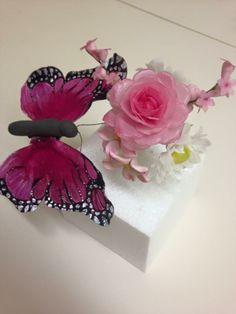 Butterfly and Flowers (Rose, Daisy, fillerflowers) made of waferpaper Daisy, Butterfly, Crown, Flowers, Jewelry, Treats, Kuchen, Corona, Jewels