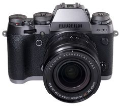 Fujifilm XT1 sistemski fotoaparat v novi srebrni barvi.  New color variant of the Fujifilm XT1 system camera Graphite Silver edition.