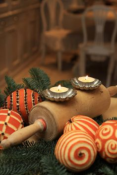 It's the holiday season and it wouldn't be a holiday without these traditional Orange Clove Pomanders. This is a great craft to do with the kids and your home will smell lovely!