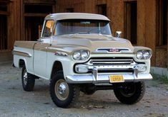 1959 Chevrolet Apache pickup with NAPCO 4×4 conversion;love this