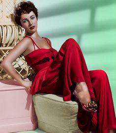 Elizabeth Taylor - 8 x 11 - Metek - Artwork-Production Golden Age Of Hollywood, Vintage Hollywood, Hollywood Glamour, Hollywood Stars, Hollywood Actresses, Classic Hollywood, Hollywood Divas, Violet Eyes, Glamour Photo