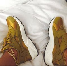 Nike,All i can say is ooooooohhhh my god! I need these Nike Air Huarache Mens 2015 Nike Air Huarache, Nike Free Shoes, Nike Shoes Outlet, Sneaker Boots, Shoes Sneakers, Haraches Shoes, Roshe Shoes, Gold Shoes, Cute Shoes