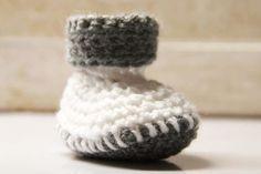 Návod na háčkované bačkorky (pro miminko) Baby Born, Crochet, Minecraft, Tutorials, Inside Shoes, Boots, Ganchillo, Crocheting, Knits