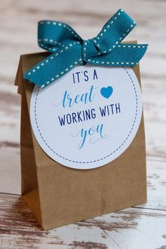 It's a Treat Working With You Gift Tags – FAKING IT FABULOUS Staff Gifts, Volunteer Gifts, Client Gifts, Gifts For Volunteers, Coworker Thank You Gift, Gifts For Coworkers, Good Gifts For Teachers, Coworker Gift Ideas, Gifts For Work Colleagues
