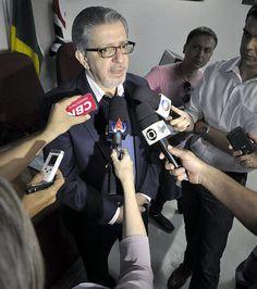 O promotor Carlos Cezar Barbosa, que questiona a tarifa. EDITAL CONCORRÊNCIA PÚBLICA CONCESSÃO DO TRANSPORTE PÚBLICO EM RIBEIRÃO PRETO. POR ACASO OS SENHORES SABEM LER CORRETAMENTE E INTERPRETAR TEXTOS - LICITAÇÃO!!!!!!!!!!!!!!!!!!???????????
