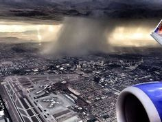 It's monsoon season out west. Check out the heavy rain (wet microburst) over Las Vegas yesterday. Pic via Meteorologist Jacob Wycoff and Dave Hegwald — in Las Vegas Nevada. Las Vegas Review Journal, Las Vegas Photos, Southwest Airlines, Las Vegas Nevada, Extreme Weather, Great Photos, Niagara Falls, Worlds Largest, The Incredibles