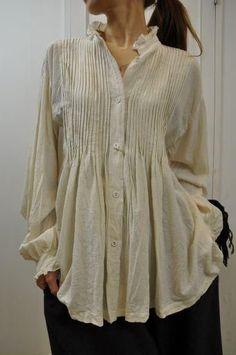 The poet shirt - a fun and romantic and comfy look . Boho Fashion, Womens Fashion, Fashion Design, Estilo Hippie, Linen Dresses, Mode Inspiration, Refashion, Boho Chic, Cool Outfits