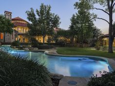 Great natural integration of this swimming pool at this #luxuryhome in University Park, United States