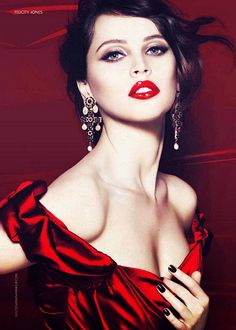 How gorgeous does Felicity Jones look as the new face for Dolce & Gabbana's beauty campaign? Felicity Jones, Beauty And Fashion, Red Fashion, Gq, Go Feminin, Dolce And Gabbana Makeup, Portrait Photos, Lisa Marie Presley, Glamour Photography