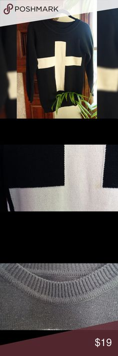 [16% PRICE DROP] ⭐️Trendy White Cross Sweater⭐️ Stylish and cozy  jumper perfect for the upcoming fall weather. 🍁🍂                        Pre-loved. In great condition. (Like new).      Size: Small (2-4) More clothing and makeup products to come! Follow me to keep updated. Happy shopping! 👀🤝🌸🌼 Sweaters Crew & Scoop Necks