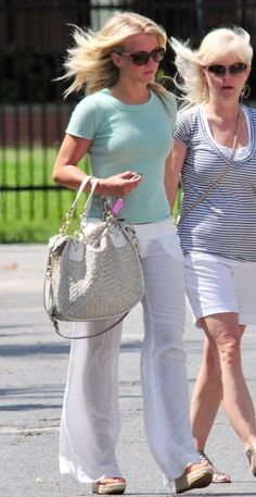 Julianne Hough and mom Mari Anne go in search of some cool drinks at Jamba Juice in Miami, Fla., on Saturday afternoon (July 9).