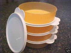 Tupperware Big Wonders Set of 4 Cereal Bowls by Tupperware. $17.59. 2 Cup Capacity. Dishwasher Safe. Set of 4. Four 2 Cup Bowls with White Airtight Seals. Each holds 2 Cups. Work great for cereal in the morning or any food storage.