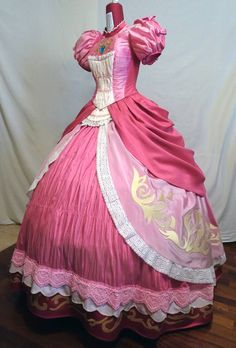 Princess Peach - Smash Bros Brawl by ValentinaCosplay on DeviantArt Princess Peach Costume, Disney Princess Dresses, Princesa Peach, Cosplay Anime, Cute Cosplay, Pink Outfits, Pretty Outfits, Cool Costumes, Cosplay Costumes