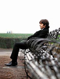 """""""""""Paul McCartney photographed in a photo spread for Salut Les Copains. Beatles Love, Les Beatles, Beatles Photos, Beatles Funny, Great Bands, Cool Bands, John Lennon Paul Mccartney, Sir Paul, The Fab Four"""