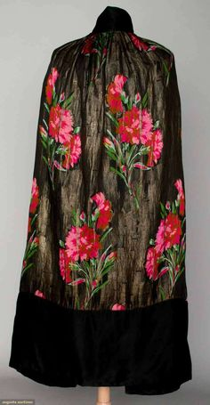 Augusta Auctions: printed lame evening wrap, 1920s  #vintage #fashion