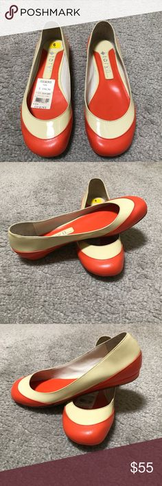 Taryn Shoe by Taryn Rose A beautiful pair of shoes by Taryn Rose Used only one time.(graduation day) Like new in perfect condition. Taryn Rose Shoes Flats & Loafers