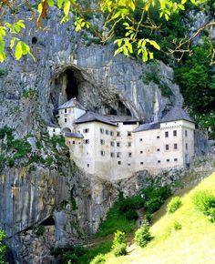 Kasteel Predjama, Slovenië.