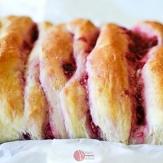 Odrywany chlebek malinowo-kokosowy Hot Dog Buns, Hot Dogs, Bread, Food, Brot, Essen, Baking, Meals, Breads