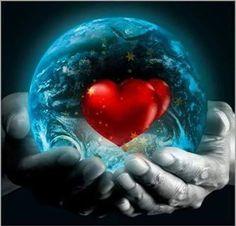 Foto: Não permita que nada nem ninguém enferruje o teu sorriso, ofusque o teu olhar, constranja a tua alma, sufoque as tuas palavras, confunda a tua fé. Faz do teu coração, um lugar sagrado, um altar de adoração. Onde há oração, a paz, a alegria, a leveza, a certeza, a doçura e o amor habitam, e nada, nem ninguém, podem roubar essas dádivas de ti. Mychele Magalhães Velloso