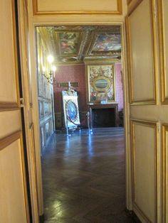 Depuis le Cabinet doré,vue sur la chambre des appartements de Marie de Cossé-Brissac. L'Arsenal, Paris IV.