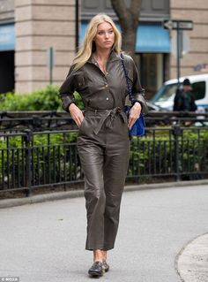 Chic: Elsa Hosk showcased her off-duty style in a chic leather jumpsuit as she enjoyed a day out in New York with boyfriend Tom Daly on Friday Elsa Hosk, Street Style Summer, Street Style Women, Street Styles, Leather Catsuit, Leather Jumpsuit, Jeans Overall, Leder Outfits, Inspirational Celebrities