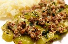 Schmorgurken with minced meat - Eat Smart - Rezepte Healthy Potato Recipes, Meat Recipes, Paleo Recipes, Meat Diet, Paleo Diet, Desayuno Paleo, Carne Picada, Eat Smart, Paleo Breakfast
