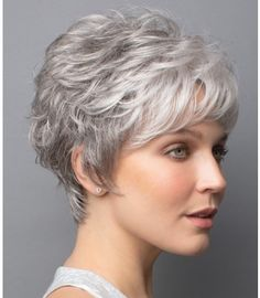 Do you like your wavy hair and do not change it for anything? But it's not always easy to put your curls in value … Need some hairstyle ideas to magnify your wavy hair? Grey Hair Wig, Short Grey Hair, Short Hair With Layers, Short Hair Cuts For Women, Short Hairstyles For Women, Wig Hairstyles, Teenage Hairstyles, Hairstyles 2016, Famous Hairstyles