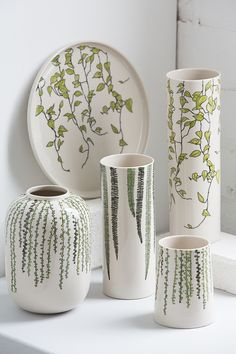 Pottery Painting Designs, Pottery Designs, Ceramic Tableware, Ceramic Vase, Cerámica Ideas, Painted Pots, Bottle Art, Ceramic Painting, Pottery Vase