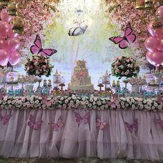 Sejam bem vindos ao lindo jardim da Maria Júlia no @vilaparkfestas Decoração e lembranças personalizadas para mesa do bolo @lalapetit Bolo cenográfico e lembranças de saída @atelie_maos_arteiras Biscoitos, pirulitos, cupcakes, alfajor @sandrarodrigues04 Bombons decorados e doces @valeria_aquino_delicata_cakes Balões @balloonart.go