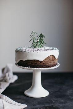 Mini gingerbread cake.
