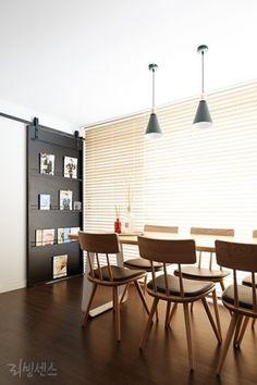 새집처럼 구조변경한 20년 된 아파트 이미지 3 Home And Living, Living Room, House Rooms, Interior Inspiration, Dining Table, House Design, Interior Design, Chair, Wall