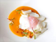 Bacalao con sopas de ajo y huevo a baja temperatura en Gayarre