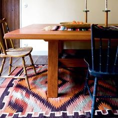 #diningroom i love that #rug and i love mix-matched dining chairs even if it's as simple as differently painted chairs. awww #jadore