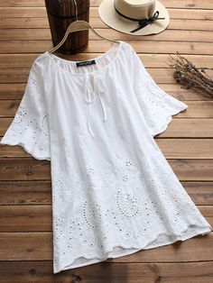Women O Neck Short Sleeve Blouse 2019 Summer Vintage Holes Embroidery Shirt Casual Work Office Tops Blusas Femininas Plus Size Short Sleeve Blouse, Shirt Sleeves, Long Sleeve, Quoi Porter, Loose Shirts, Blouse Vintage, Vintage Shirts, Vintage Lace, Stylish Dresses