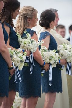 How to create a timeless bridesmaid look but still show your personality? Keep it subtle with accessories.