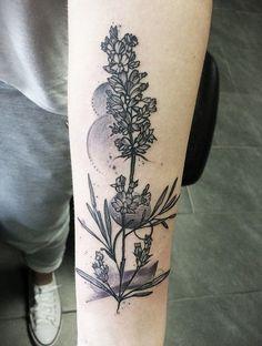Des tatouages de fleurs vus sur Pinterest Tatouage fleurs noir et blanc