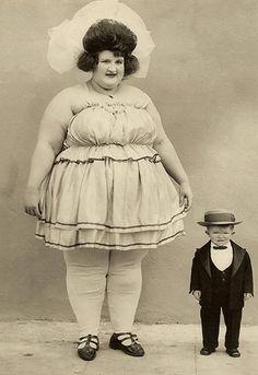 *Freak show at the circus Photos Vintage, Vintage Photographs, Old Photos, Boris Vallejo, Kasimir Und Karoline, Old Circus, Circus Acts, Mime, Circo Vintage