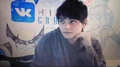 OMG HE LOOKS 12 HERE LITTLE GERARD IS SO ADORABLE lol
